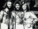 Bee Gees live, zleva Maurice, Barry a Robin Gibbov, 2. pol. 70. let